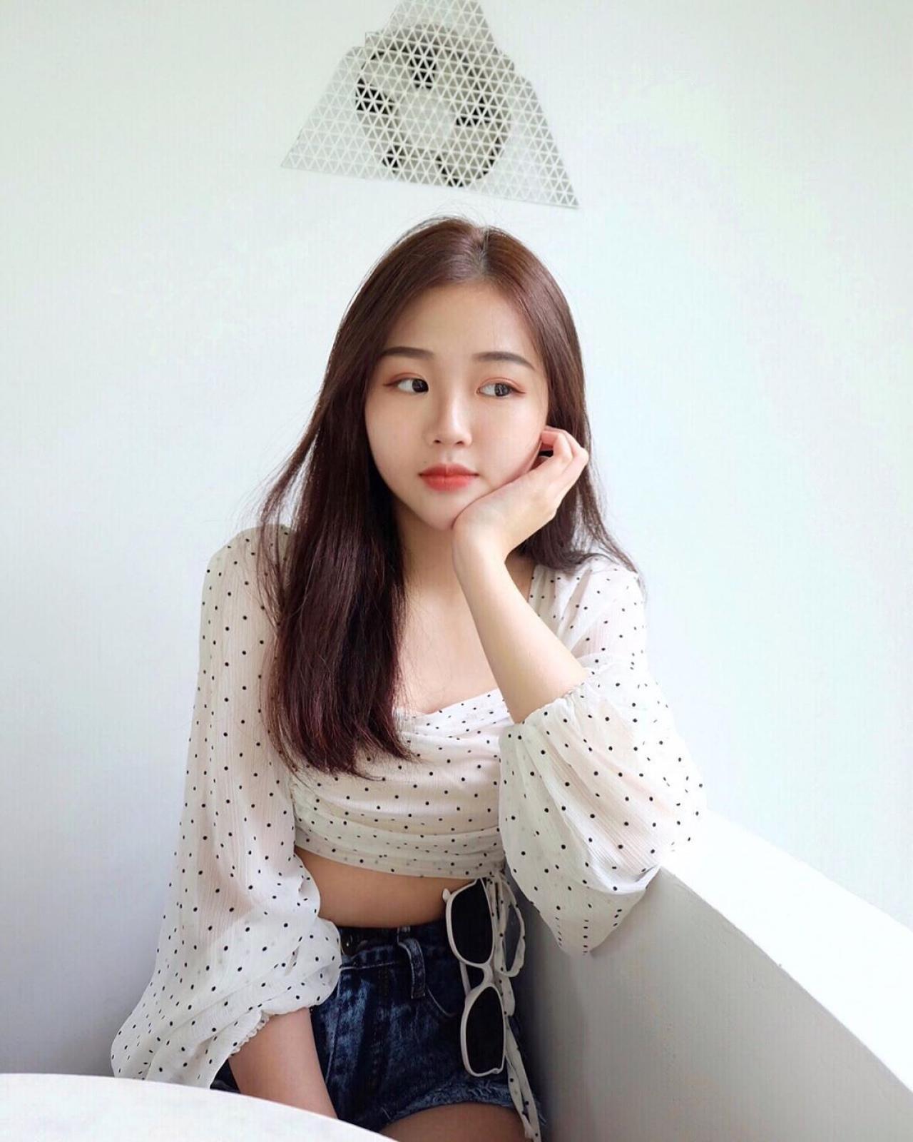 小清新正妹Janice(中国台湾美女)家中甜美自拍