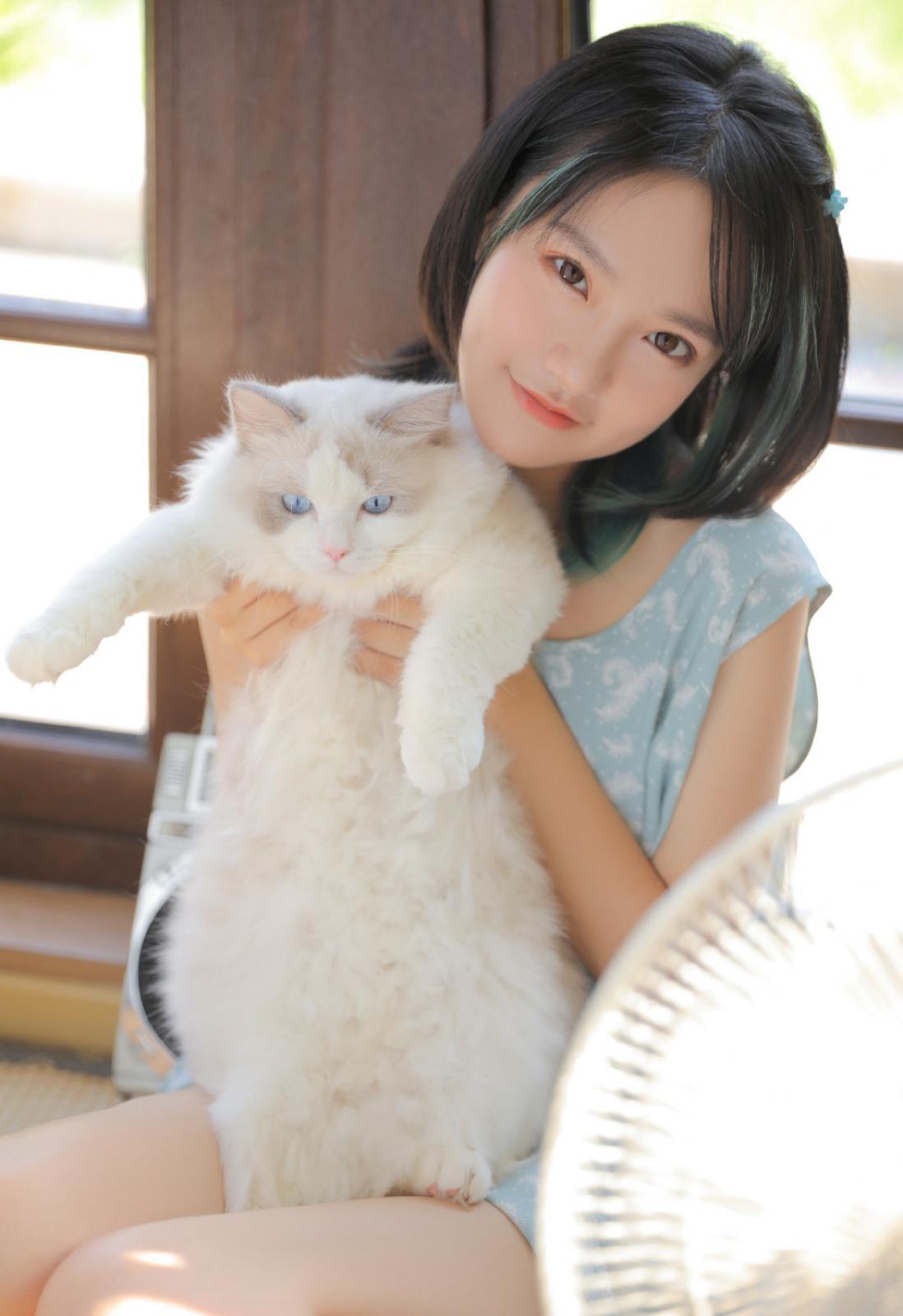 清纯邻家妹妹吃西瓜高清图片