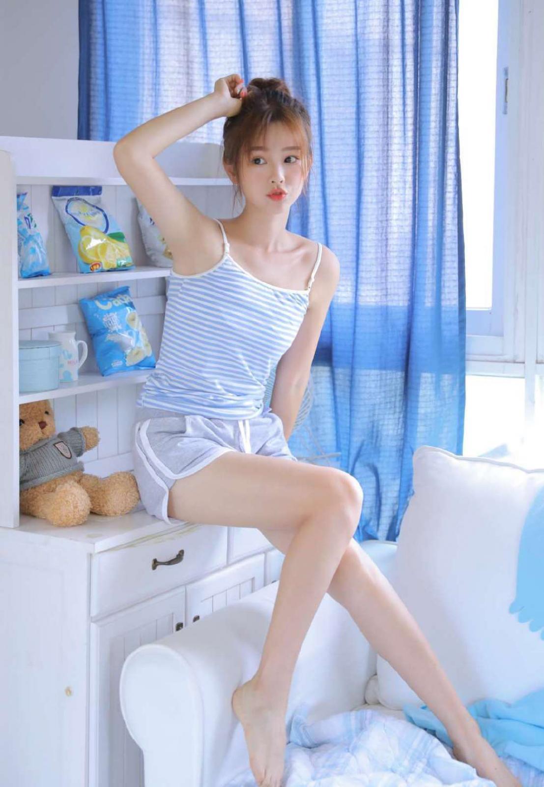 性感美女吊带美女图片,吊带美女诱惑性感私房美腿写真 套图